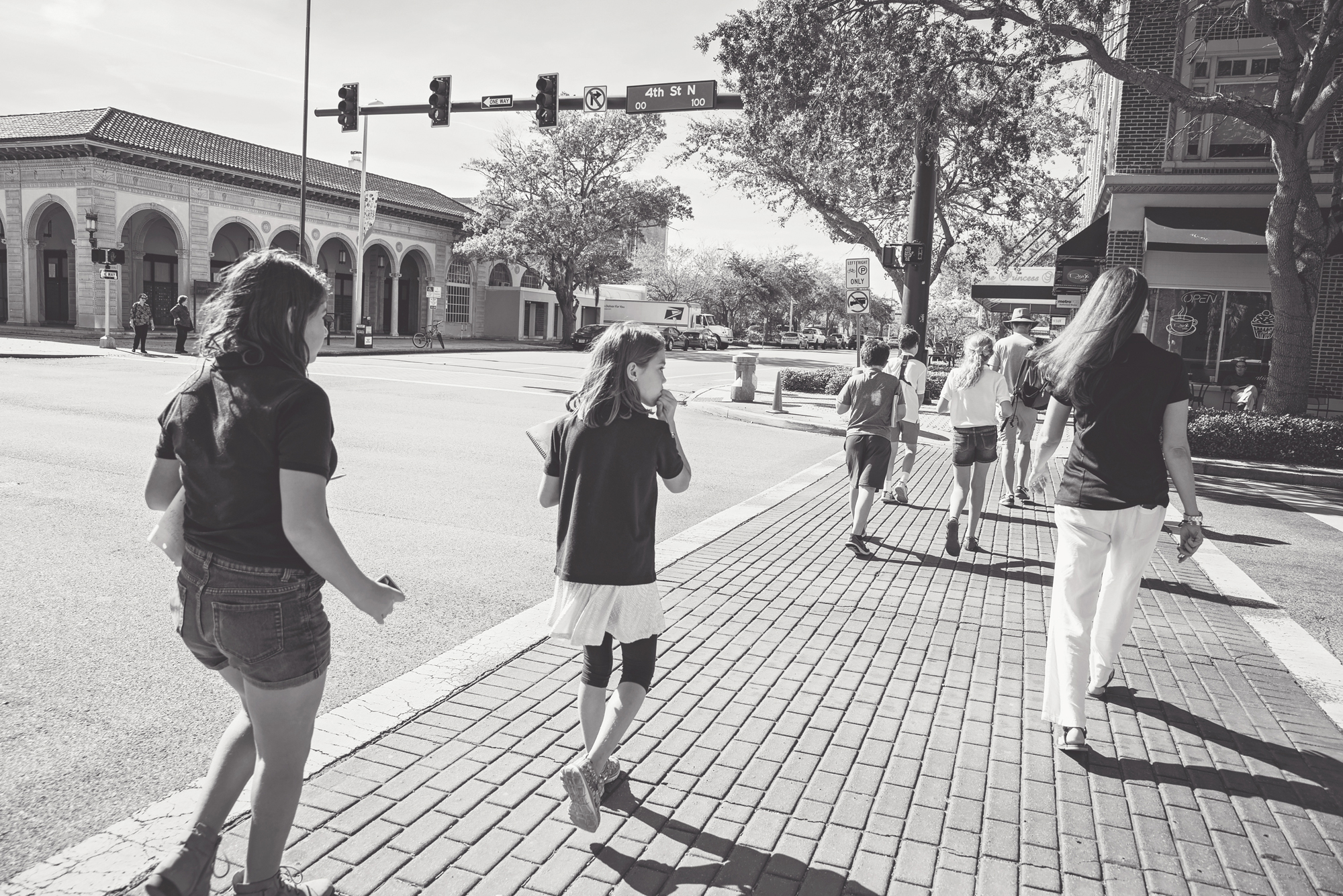 For a local history lesson, the class goes on a walking-tour of downtown. Photo by Kelly Nash Photography.