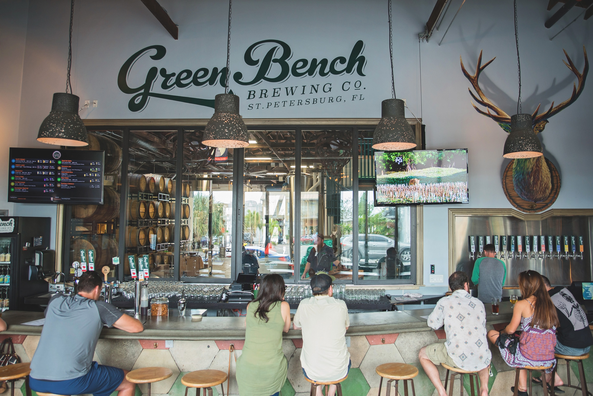 Swell Green Bench Monthlys St Pete Brewery Tour Green Bench Pabps2019 Chair Design Images Pabps2019Com