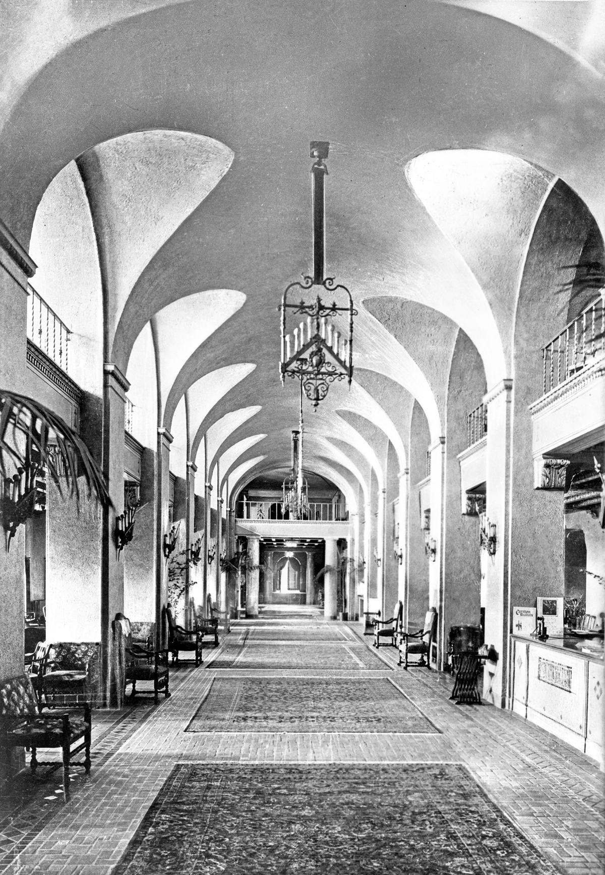 Vinoy Park Hotel lobby, 192-
