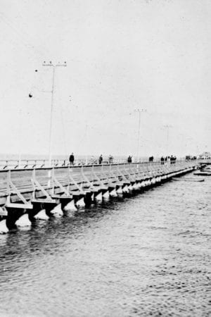 Municipal pier and railroad pier – Saint Petersburg, Florida. 1917 or 1918. Black & white photonegative, 4 x 5 in. State Archives of Florida, Florida Memory.